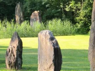 Les mégalithes alignées aux abords d'Yverdon