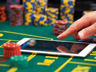 Tapis de poker et smartphone