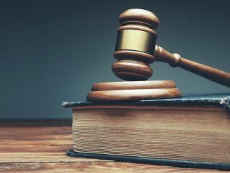 Marteau justice sur livre